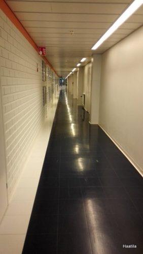 Sairaalan pitkä käytävä
